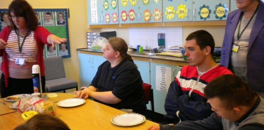 Como promover a interação entre os alunos portadores de necessidades especiais e os professores