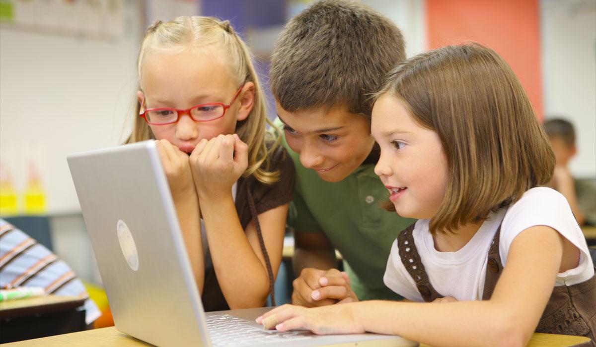 Educação e mundo: o uso das novas tecnologias em sala de aula.
