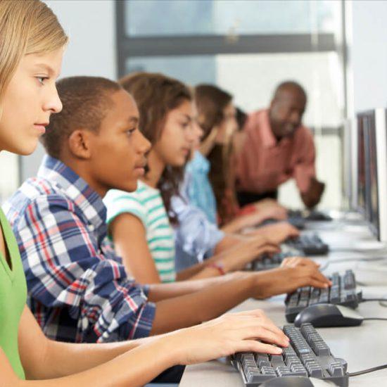 Tecnologia em sala de aula: 5 dicas para usá-la a favor do ensino!